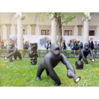 Qeeboo Kong Lampada Gorilla a LED da Terra con Braccio Direzionabile per Esterno By Stefano Giovannoni