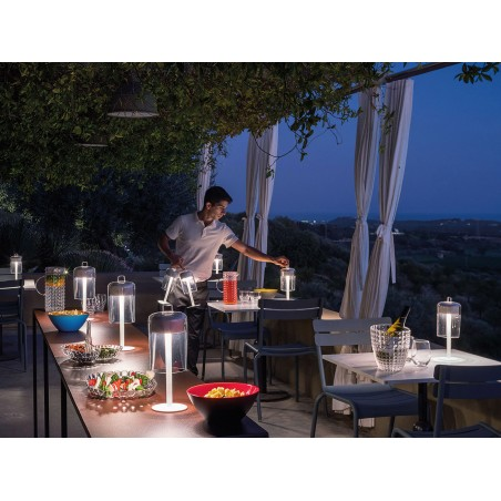 iGuzzini Portonovo Lampada da Tavolo Cordless Mobile a LED Dimmerabile con Batteria Ricaricabile by Merendi & Vencato